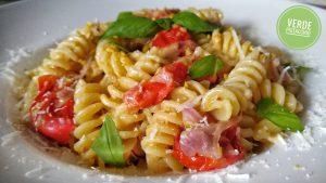 Pasta al pesto di pistacchi e pomodorini